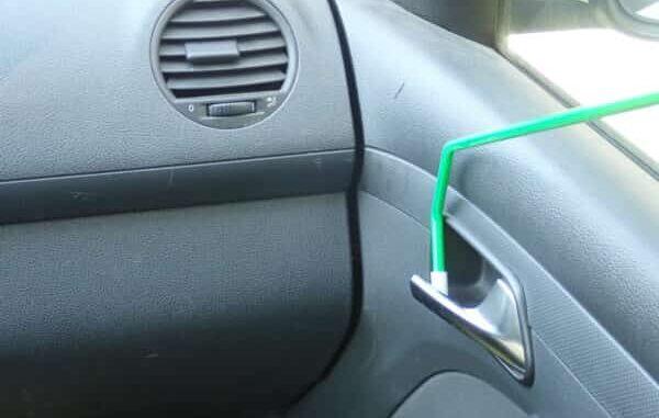 autóajtó nyitás